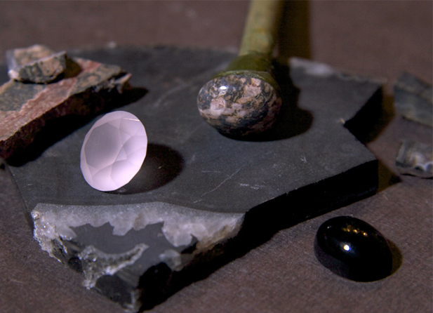 宝石を研磨する