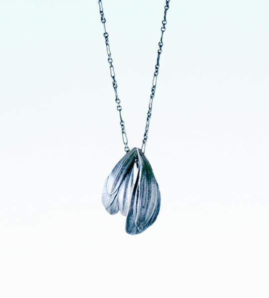 towoto Botanical Jewelry  - Gerbera Pendant -